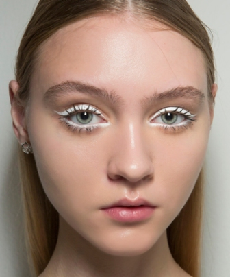 spring-beauty-trend-white-eyeliner